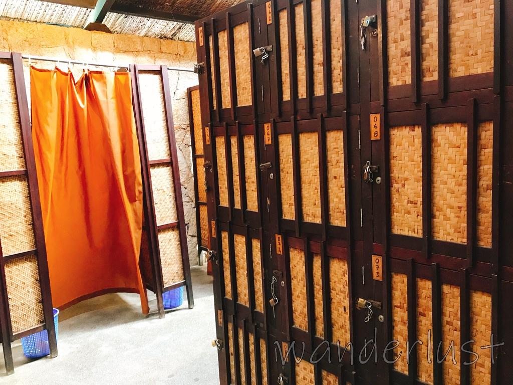 ロッカーと更衣室