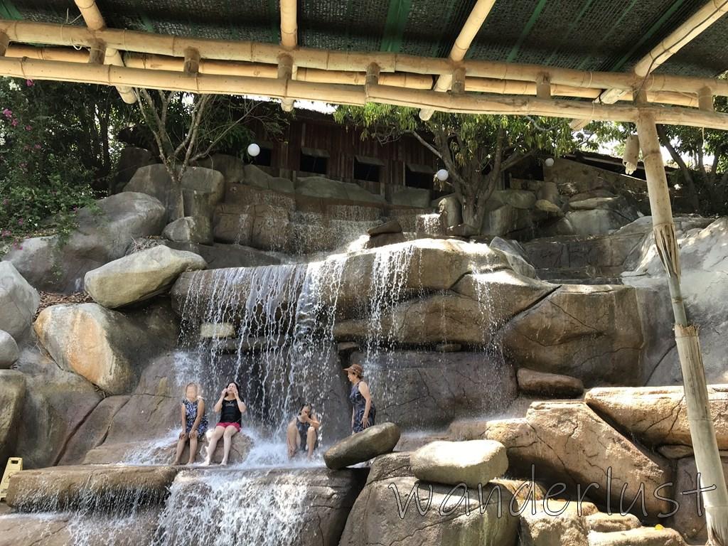 ここにも滝プール